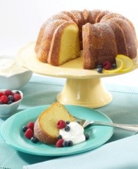 Based on the original Bundt design founded by Nordicware in 1950, this nonstick cake pan is a classic piece that deserves a place in every kitchen. 10-year warranty.