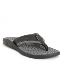 This pair of men's flip flops is as cool and comfortable as a day at the beach. These sporty REEF men's sandals are a cool complement for your warm weather rotation.